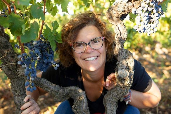 http---www.cepages-wines.com-client-lagrange-images-winery-img-winemaker-Annecharlotte